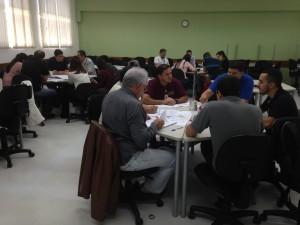 Equipe de Treinandos da Embraer de São José dos Campos, realizando os trabalhos práticos durante o curso de Engenharia e Análise do Valor. 02/06/2016.