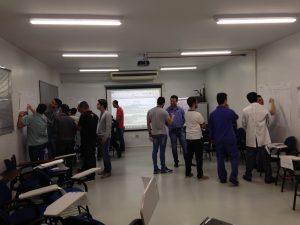 Equipe de treinando da APTAR na realização de práticas de aplicação dos conceitos do FMEA. Treinamento realizado em 22 e 23/8/16.