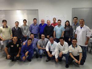 Equipe de treinando da APTAR, fabricante de peças plásticas para o ramos de cosméticos e alimentícia, no curso de FMEA de Projeto e Processo, realizado na unidade de Maringá-PR em 22 e 23/8/16.
