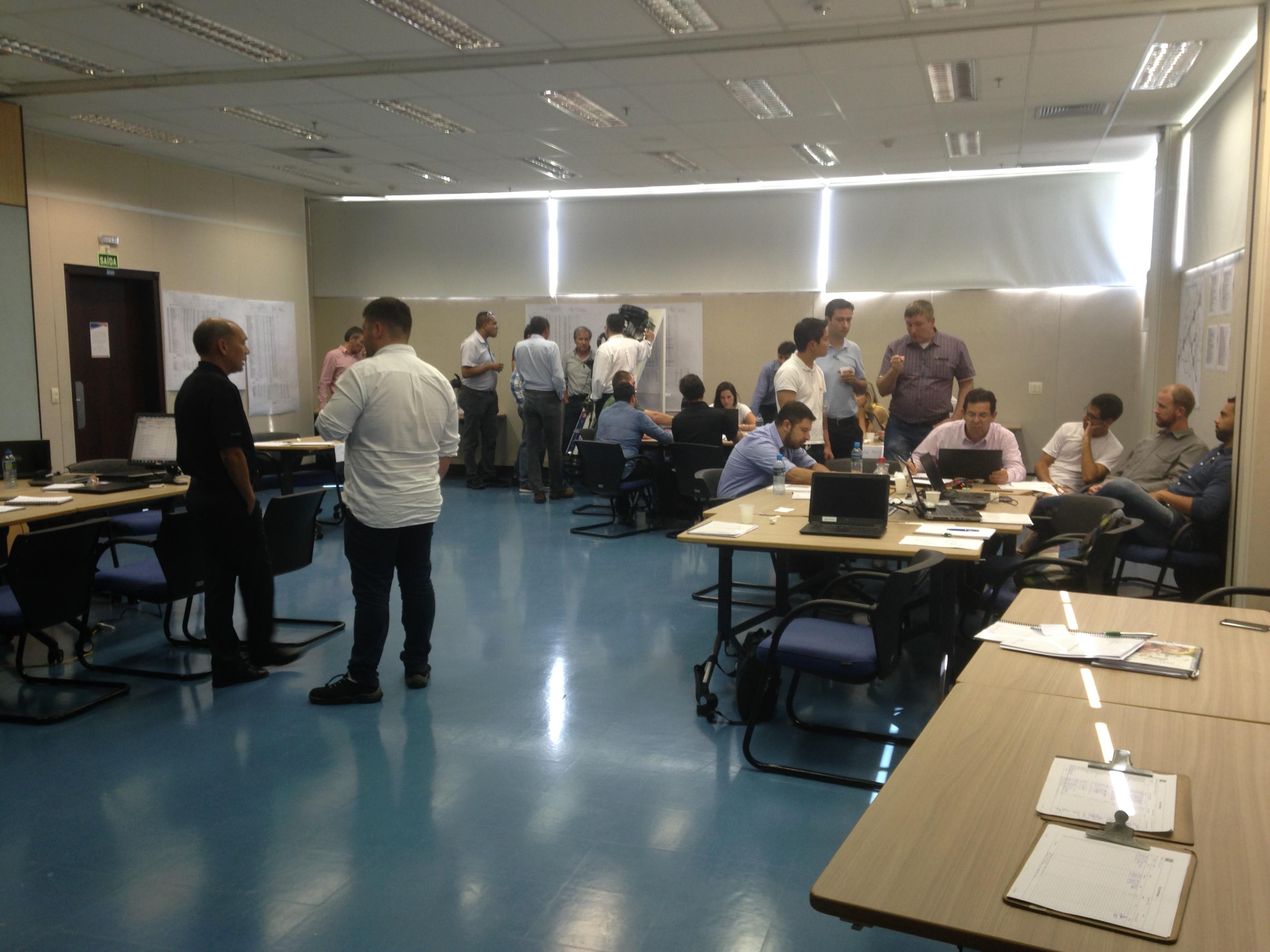 Equipe da AAM South America em Curitiba no curso de Engenharia e Análise do Valor. 9 e 10/2/17