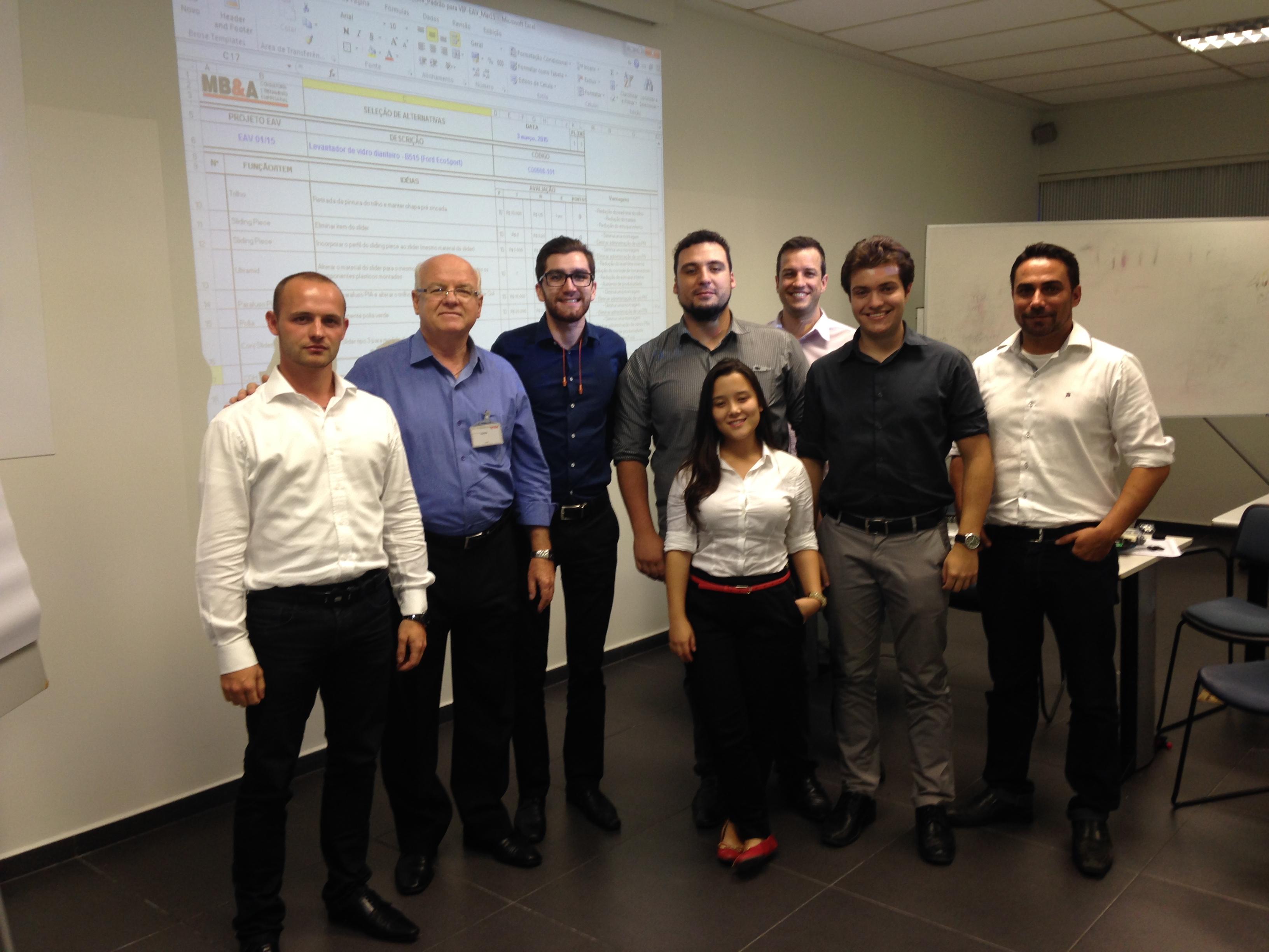 Equipe do treinamento de Engenharia e Análise do Valor na Brose unidade de São José dos Pinhais – PR, no mês de março/15